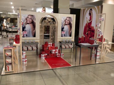 front of display stand with Julia Roberts image and xmas gifts